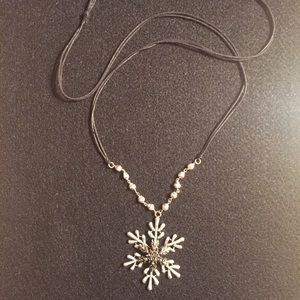 Adjustable snowflake necklace